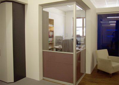 Schiebetür zum Büroraum in unserem Showroom in Rosenheim.